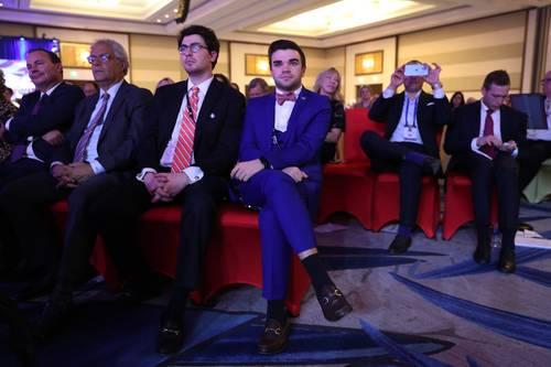 En la imagen, durante la alocución del magnate . Foto Afp