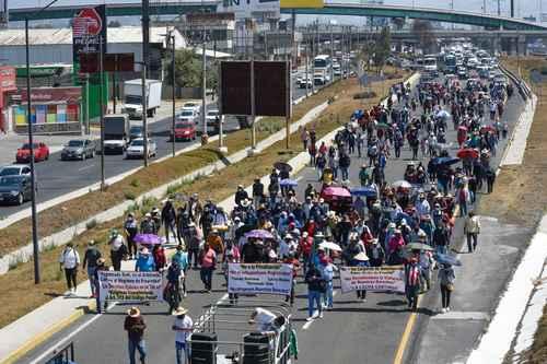 Ejidatarios de la comunidad de San Pedro Tultepec, municipio de Lerma, estado de México, marcharon ayer al Tribunal Superior de Justicia estatal, en Toluca, para denunciar el intento de despojo de 30 hectáreas por parte de posesionarios privados.