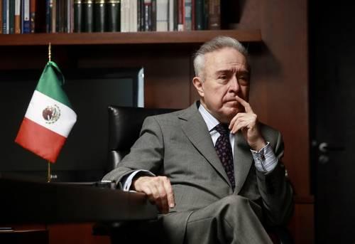 El senador Héctor Vasconcelos durante la entrevista con La Jornada.