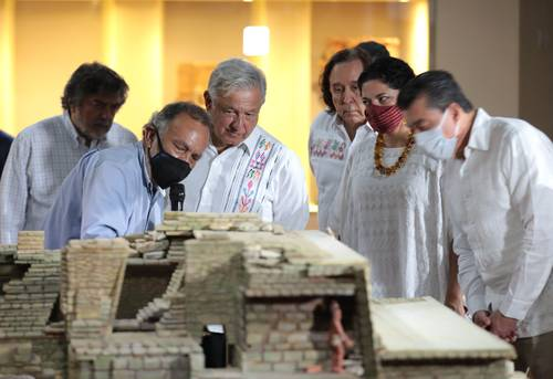 El presidente Andrés Manuel López Obrador encabezó la inauguración del pabellón de la Reina Roja en el Museo de sitio de Palenque.