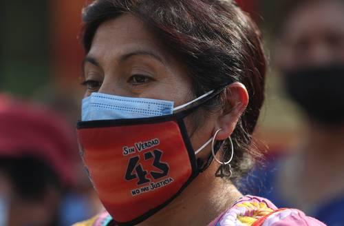 Familiares de los 43 normalistas realizaron este viernes un mitin para conmemorar los 78 meses de la desaparición.