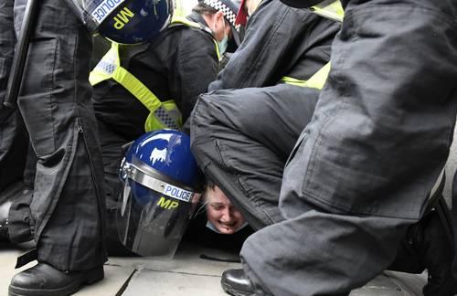 Las marchas de Kill the Bill (Maten la Ley) se realizaron ayer en decenas de ciudades, como Manchester y Bristol. La imagen, en Londres.