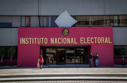 El Consejo General del Instituto Nacional Electoral (en imagen de archivo) aprobó ayer la sustitución de 67 aspirantes a diputados federales que presentaron los partidos.