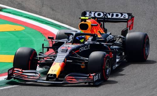 Sergio Pérez, quien superó a su coequipero Max Verstappen, que saldrá tercero, realizó un gran trabajo, luego del choque que tuvo el viernes.