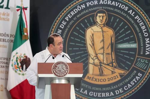 Alejandro Eduardo Giammattei Falla, presidente de la República de Guatemala, se dirige a su homólogo, Andrés Manuel López Obrador, en la ceremonia de Petición de perdón por agravios al pueblo maya. Fin de la Guerra de Castas.