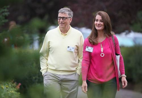 Bill Gates, el cuarto hombre más rico del mundo, y su esposa por 27 años, Melinda, tienen una fortuna estimada en 130 mil millones de dólares.