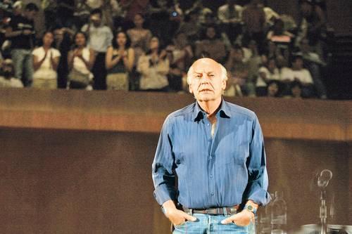 Eduardo Galeano durante una lectura de su obra en la sala Nezahualcóyotl, del Centro Cultural Universitario de la UNAM, el 2 de abril de 2009.