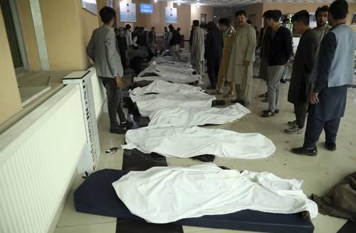 Cincuenta y tres personas murieron y al menos 151 resultaron heridas en la capital afgana de Kabul, en un atentado con explosivos cerca de un colegio. Un coche bomba detonó y luego se produjeron otras dos explosiones. El Talibán no reivindicó el ataque. Afganistán vive una situación de inestabilidad debido a las acciones de talibanes y, desde 2015, del Estado Islámico. El gobierno afgano y el Talibán negocian un acuerdo de paz desde el pasado 12 de septiembre, proceso que no ha llevado al cese de las hostilidades.