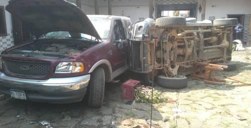 La sede del CCIN y vehículos fueron vandalizados por presun-tos empleados y partidarios de la alcaldesa perredista de Nahuat-zen.
