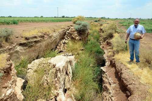 <br>La sobrexplotación de acuíferos parte y hunde la tierra en Calera