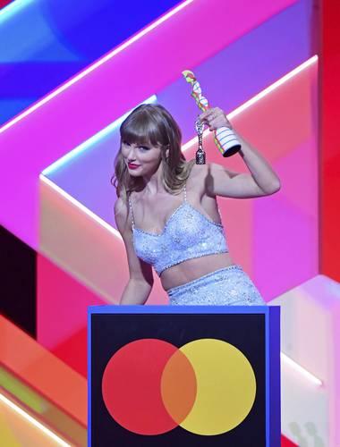 Taylor Swift durante los Brit Awards 2021. Foto Ap