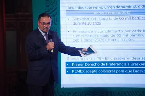 Octavio Romero Oropeza, director general de Pemex, en la conferencia matutina en Palacio Nacional.