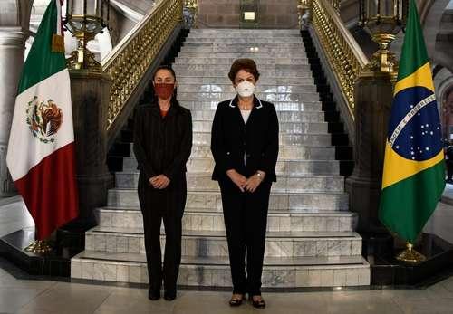 Sheinbaum entregó a Rousseff la medalla que la acredita como huésped distinguida de la ciudad.