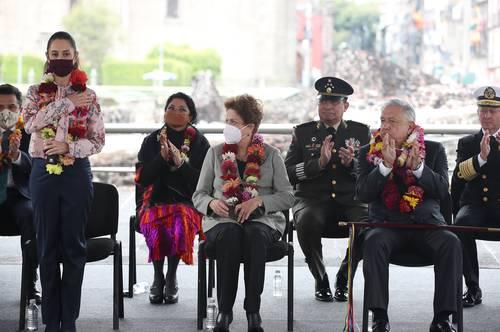La jefa de Gobierno, Claudia Sheinbaum Pardo, fue la anfitriona en la ceremonia por los 700 años de la fundación de México-Tenochtitlan en el museo del Templo Mayor. La acompañaron el presidente Andrés Manuel López Obrador y la ex presidenta de Brasil Dilma Rousseff.