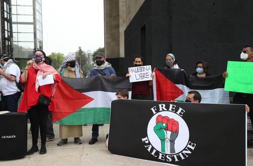 Manifestantes reunidos en el Monumento a la Revolución se solidarizaron con el pueblo palestino ante las agresiones cometidas por Israel.