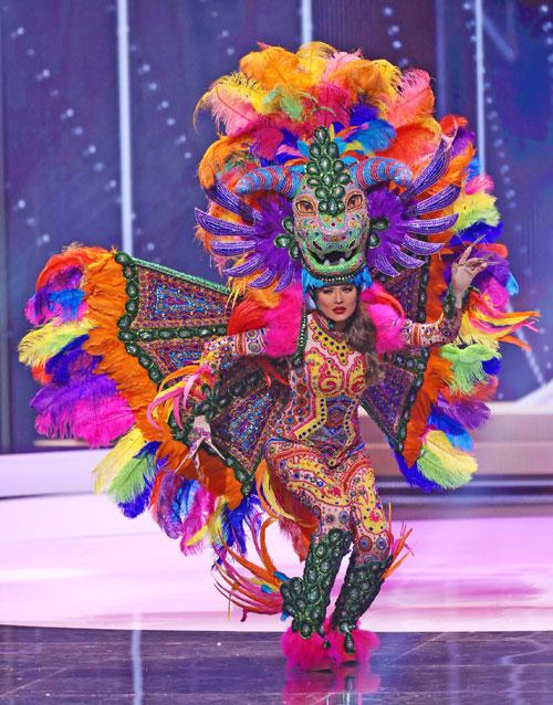 Meza, en la fase de traje típico en el concurso Miss Universo.