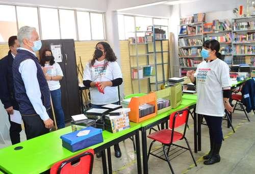 El gobernador del estado de México, Alfredo del Mazo Maza, visitó la escuela secundaria Itzcóatl, en el municipio de Nezahualcóyotl, donde anunció que el 14 de junio los estudiantes se reincorporarán a las aulas en forma voluntaria, tras 15 meses de estar confinados debido a la pandemia. Se espera que regresen más de 4.5 millones de alumnos en la entidad.