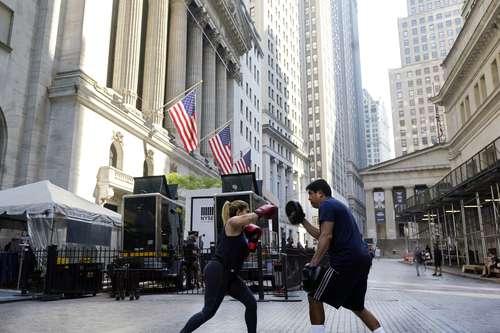 Práctica de boxeo frente a Wall Street, que ayer reportó un tropiezo de sus indicadores.