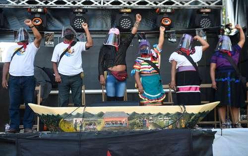 Misión del EZLN atraca en Galicia, a la que renombra Tierra insumisa