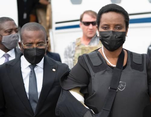 Martine Moïse, viuda del mandatario asesinado, volvió a Haití tras recuperarse en Miami.