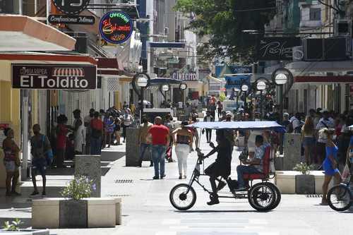 El canciller cubano, Bruno Rodríguez, emplazó a cualquier entidad a presentar pruebas sobre los presuntos desaparecidos tras la protesta del pasado día 11. La imagen, ayer en un barrio de La Habana.