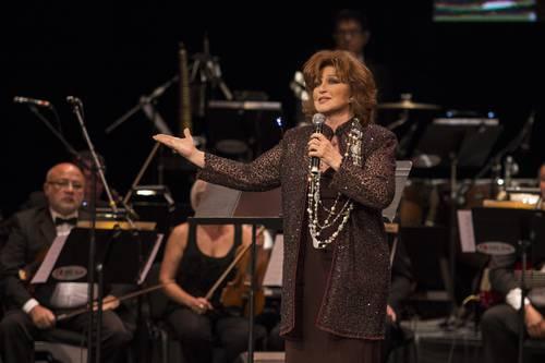 La cantante Angélica María durante un concierto en el Teatro Metropolitan de la Ciudad de México.