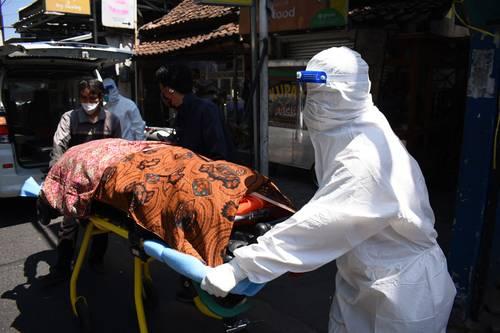 Víctima de Covid-19 en Bandung, Indonesia.