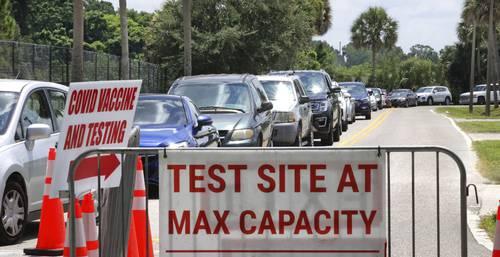 Una de las sedes para hacerse la prueba anti-Covid, localizada en Orlando, Florida, trabaja a su máxima capacidad.
