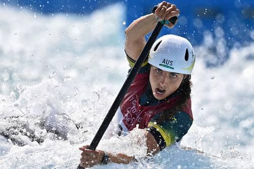 Con el metal dorado, la australiana de 27 años amplió su medallero histórico en citas veraniegas y sumó su segundo premio en las aguas bravas de Tokio, luego de conquistar el metal de bronce en el kayak. Foto Afp