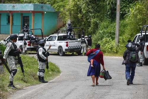 La Guardia Nacional y el Ejército permanecen a un kilómetro del bloqueo del grupo de Autodefensas del pueblo El Machete, en las inmediaciones de la cabecera municipal de Pantelhó.