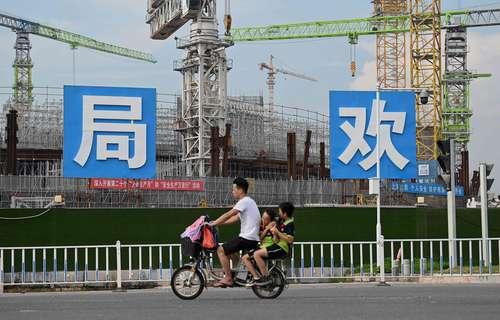 El estadio de futbol Guangzhou Evergrande, en construcción, es una de las obras amenazadas por el colapso de la empresa.