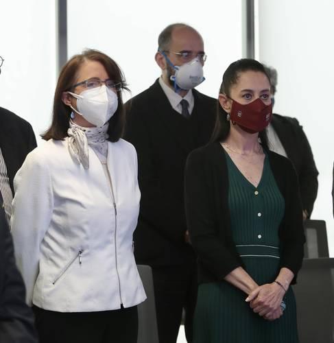 La jefa de Gobierno, Claudia Sheinbaum (derecha), y María Elena Álvarez-Buylla, directora del Conacyt.