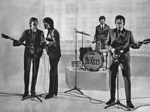 Paul McCartney, George Harrison, Ringo Starr y John Lennon, en uno de sus conciertos.