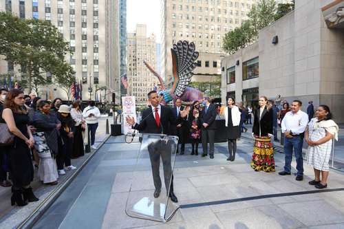 El gobernador de Oaxaca, Alejandro Murat, inauguró ayer una muestra alusiva al estado en el Rockefeller Center, la cual durará hasta el 22 de noviembre.