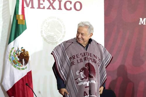 El presidente Andrés Manuel López Obrador encabeza la reunión con autoridades de La Montaña en la sede Malinaltepec de la Universidad Intercultural de Guerrero.
