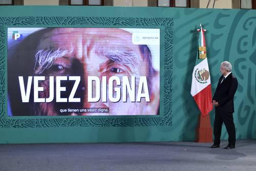 APOYO A ADULTOS MAYORES EN LA CDMX. El presidente Andrés Manuel López Obrador anunció que hoy empieza la entrega de tarjetas de Bienestar a los mayores de 65 años en la capital.