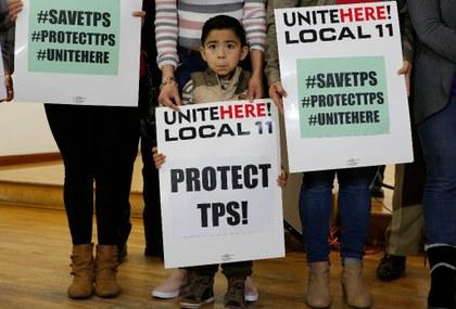 protesta contra fin TPS.jpg