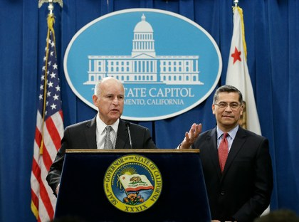 Jerry Brown acusa a Sessions.jpg