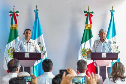 AFP AMLO y Jimmy Morales.jpg