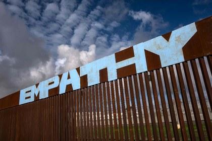 AFP Muro frontera TJ empatía.jpg