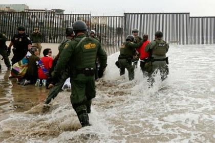 AP CBP frontera contra religiosos.jpg