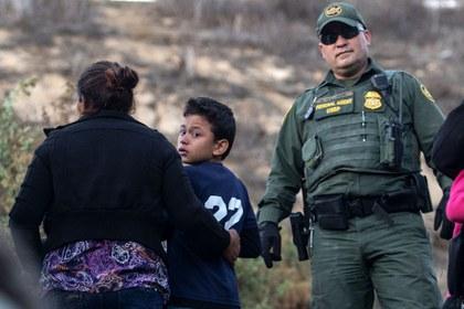 AFP niños madres frontera .jpg