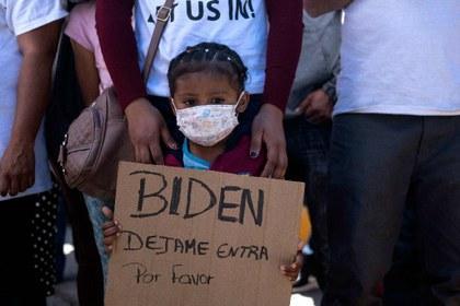 """AFP niña migrante """"Biden déjame entrar por favor"""".jpg"""